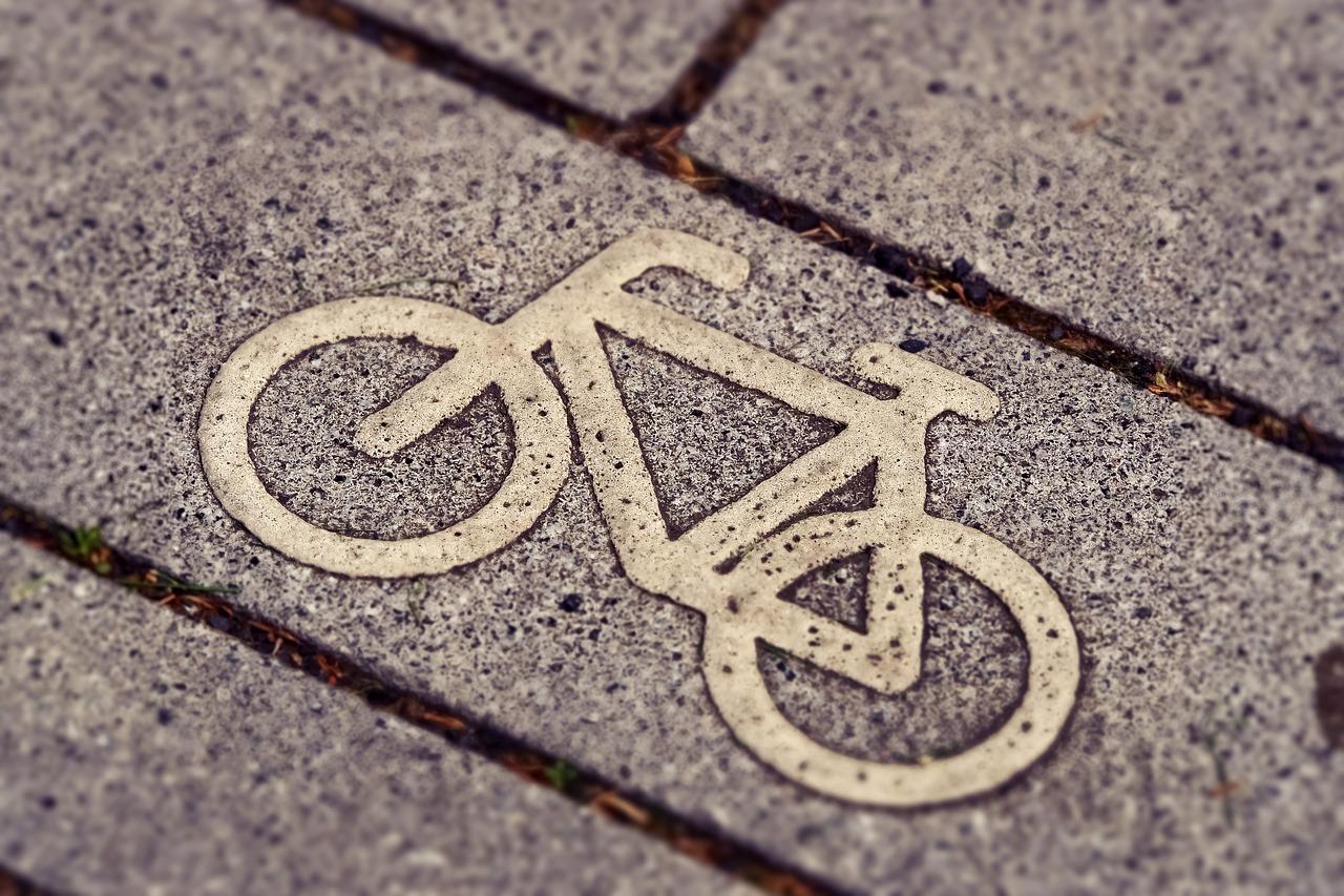 道路上の自転車のマーク