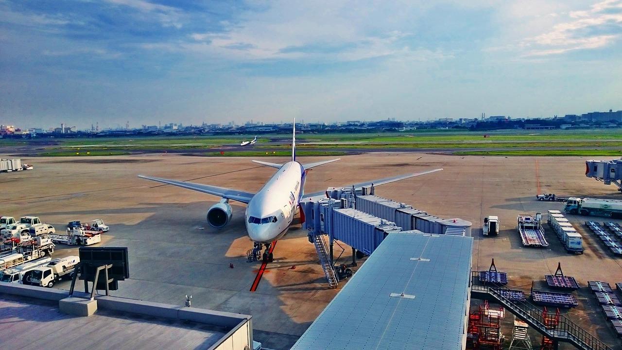 日本の空港と飛行機