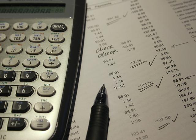 簿記検定の問題と電卓